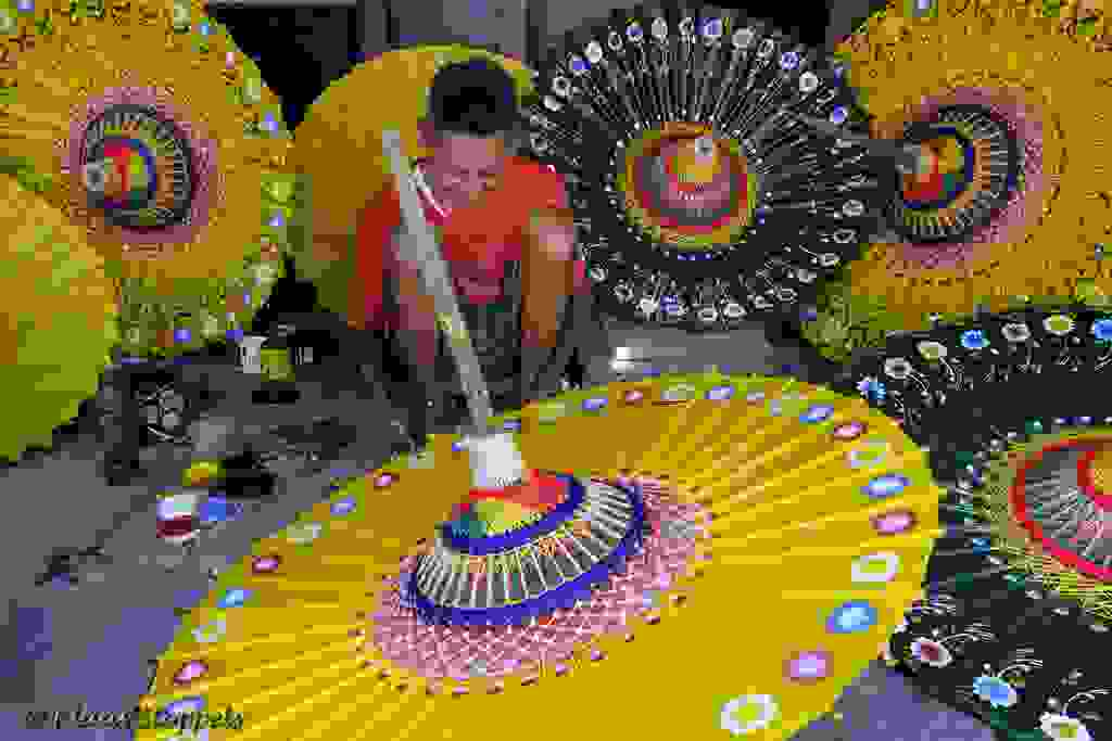 PAINTING THE PAPER UMBRELLA